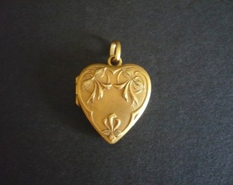 Antique French Flowers Heart Pendant/Locket
