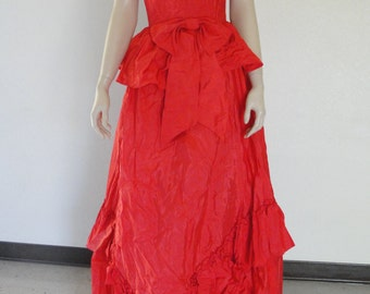 80s does 50s beautiful red ball gown prom dress by Lizette Creations labeled as a size 8 1980s