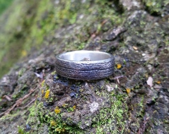 Wood Grain Wrought Iron Ring