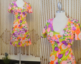1970s Vintage Neon Pink Psychedelic Floral Flutter Sleeve Mini Dress - Small