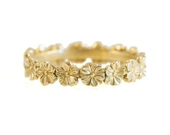 Flower Ring in 14kt Gold