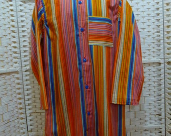 Mens nightshirt in pure cotton with neru collar, french seams, curved bottom and one top pocket. Traditional styling in very vibrant colours
