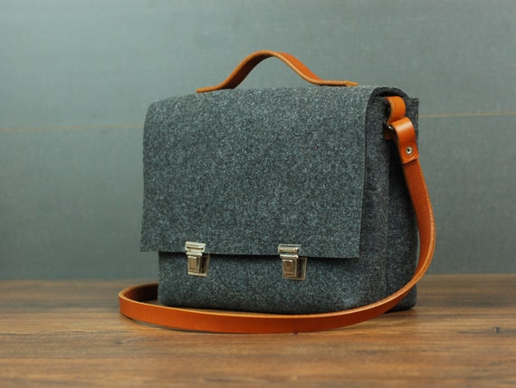 CROSSBODY BAG - Elegant Small Bag - Felt Bag -  Adustable Leather Strap - Small Handbag