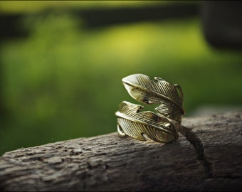 Feather ring. Ring in bronze. Tribal jewelry