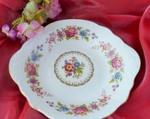 A delightful Royal Grafton 'Malvern' dish. Pretty stylized flowers and decorative molding. Perfect at teatime for sweet treats. c.1950