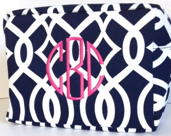Monogrammed Makeup Bag, Navy Makeup Bag, Navy and White, Personalized Cosmetic Bag, Cosmetic Pouches, Bridesmaids Gifts, Bridal Shower Gift