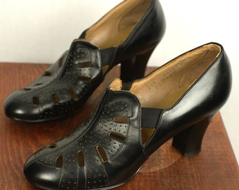 Vintage 1930s Heels / Black Perforated Leather Helene 30s Pumps Shoes / Size US 6
