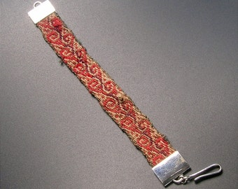 Bracelet with Peruvian antic fabric