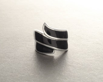 Black Onyx Ring, Sterling Silver - Wide Infinity Ring - Wave Ring - Curve Infinity Ring - Infinity Design Ring - shabby chic ring - Spiral