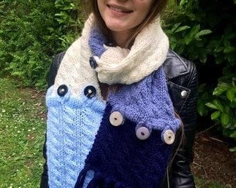 Coloured scarf in shades of blue (and cream)