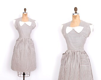 Vintage 1940s Dress / 40s Striped Cotton Dress with Bow / White and Gray (small S)