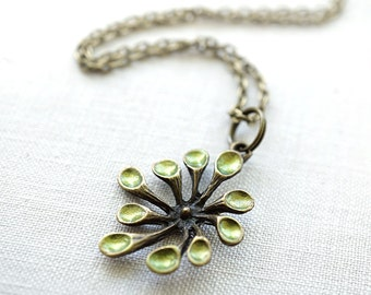 Summer Party Gift Flower Necklace Gardener Green Thumb Unique Botanical Plant Pendant Raw Peridot Stone Charm St Patricks Day Gift for her