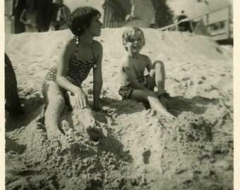 "Vintage Photo ""Sandy Toes"" Snapshot Photo Old Antique Photo Black & White Photography Found Photo Paper Ephemera Vernacular - 122"