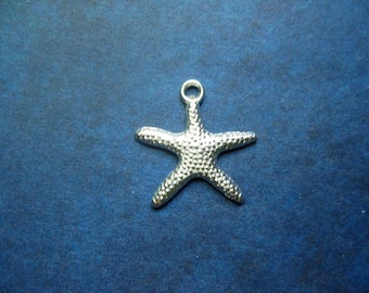 12 Starfish Charms in Bright Silver Tone - C2162