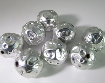 12 Vintage 14mm Matte Silver Metalized Hammered Acrylic Beads Bd1714