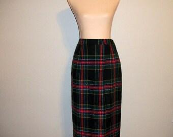 Vintage Plaid Skirt Size 12 Scottish Plaid Skirt Large Preppy Skirt Black Red Green Skirt Retro Skirt FREE SHIPPING Womens Vintage Clothing