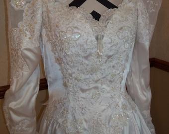 Vintage 1990s Ladies White Size 14 Wedding Dress Gown