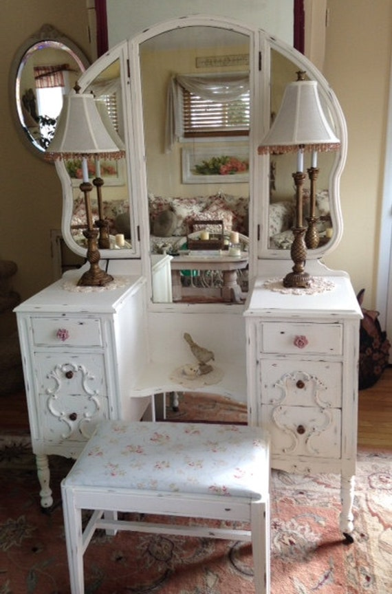shabby chic antique chippy white vintage vanity with tri fold. Black Bedroom Furniture Sets. Home Design Ideas