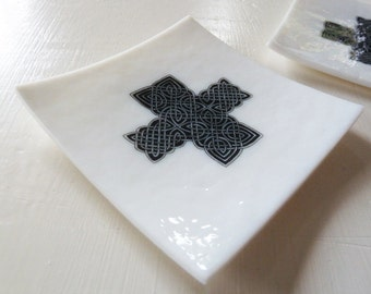 Black and white fused glass trinket bowl with celtic knotwork pattern