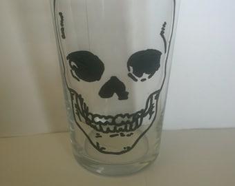 skull outline pint glass