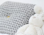 On Sale - Knit cushion in chunky wool, hand knit decorative pillow