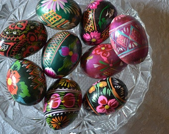 African wooden eggs hand painted with lovely drawings and colours( a lot of 9) afr.12