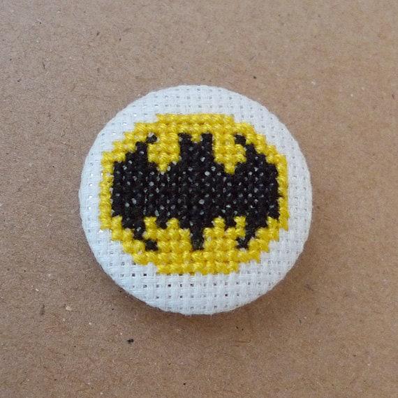 Batman cross stitch 31mm pinback button - Embroidered geek brooch
