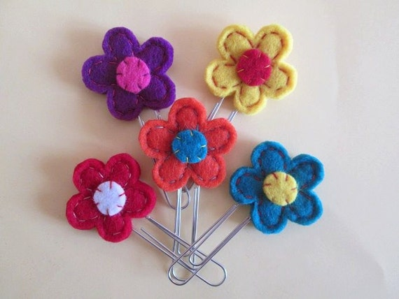 Items similar to Flower paper clip; Felt paper clip ...