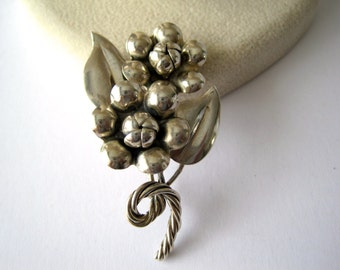 Vintage Handmade Sterling Silver Flowers with Twisted Stems Brooch Pin from the 1950's