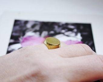 Pinky ring round brass chavalier