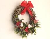 couronne de porte avec des coeurs rouges et blancs-fête des mères-anniversaire-cadeau fleurs
