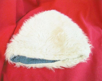winter FUR WHITE HAT  faux fur cotton lined by capidors UsA vintage