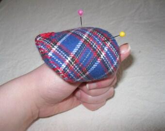 Thumb pin-cushion