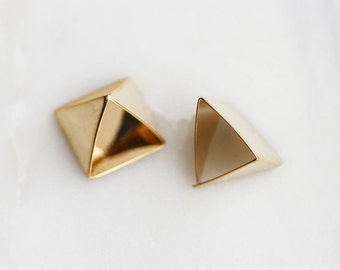 P0-927-G] Pyramid Triangle / 12 x 10.5mm / Gold plated / Pendant / 4 piece(s)