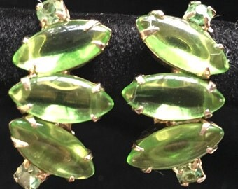 Vintage Peridot Marquis Cabochon Set With Rounds