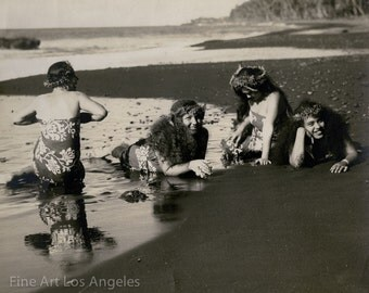 Photo of four Polynesian girls at the beach, 1920