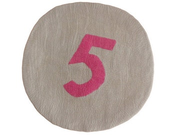 No.5 Round Felt Rug