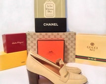 Vintage Gucci shoes // cream leather Iconic rare 1970s heels loafers // with box Gucci logo