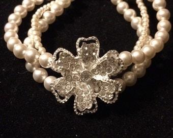 Flower bracelet with Swarovski pearls