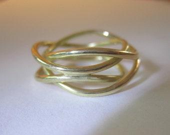Interlaced ring