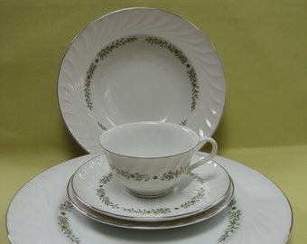 Executive House Fine China in Romance (6121) 5 Piece for 4