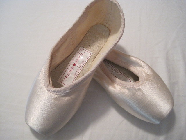 Ballet pointe shoe for crafts and decoration new size small for Ballet shoes decoration
