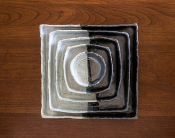 Black & White Square to Circle Pinched Nesting Dishes