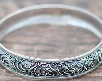 Bali Silver Bangle Bracelet With Ethnic Ornament