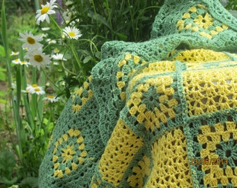 Beautiful crochet daisy blanket