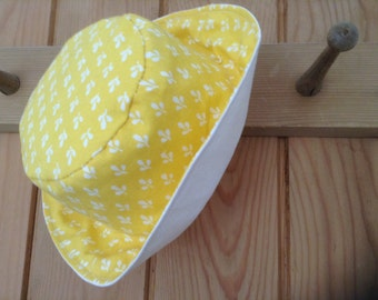 Baby Sun Hat Reversible Yellow and White.