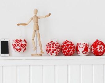 Set of 5 knitted Christmas balls