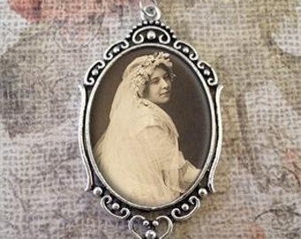 Custom Made With Your Photo Antique Oval Wedding Bouquet Charm