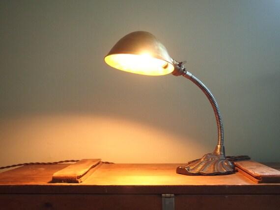 lampe de bureau vintage des ann es 1940 col de cygne. Black Bedroom Furniture Sets. Home Design Ideas