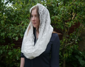 Glossy Off-White Infinity Lace Mantilla Head Covering